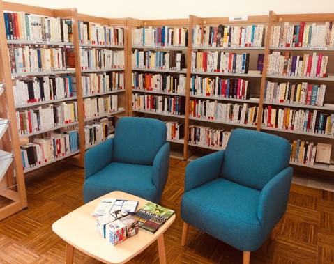 bibliotheque cucuron